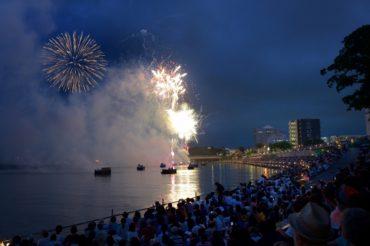 The Tezutsu hand-held fireworks (Toyohashi, Aichi)